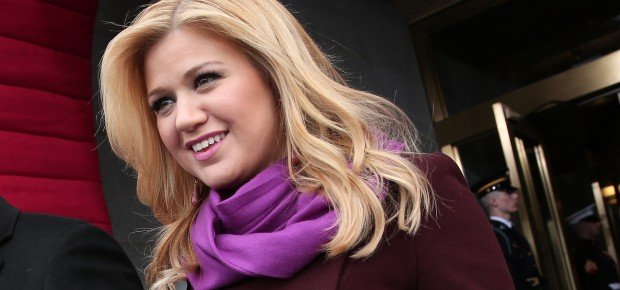 Kelly Clarkson gives birth to a baby boy