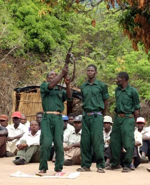 Fighters of former Mozambican rebel movement Renamo receiving military training. (Jinty Jackson, AFP)