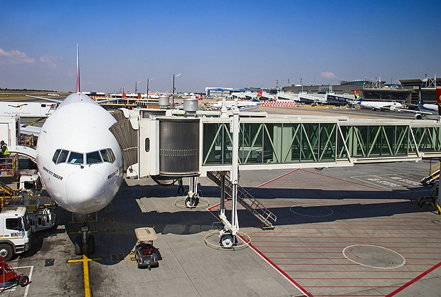 Contact Emirates Lagos: Find below customer care contact details of Emirates airline in Lagos,antminekraft85.tk can contact the below address is for new Emirates ticket booking, flight status oar other queries on Emirates' services.