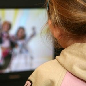 Too much TV narrows eye arteries in kids
