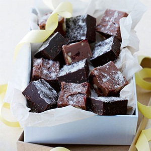 easy chocolate fudge with fruit and nuts