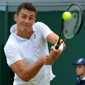 Bernard Tomic struggles with heat at Wimbledon