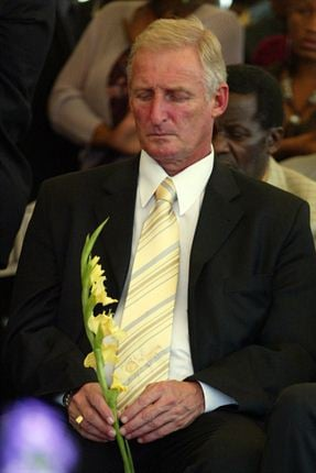 Igesund in pictures sport24 10 september 2007 gordon igesund during the funeral service of the late gift leremi who died in a car accident gallo images negle Choice Image