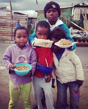 Children get fed while the evictions take place. (EWN, Twitter)