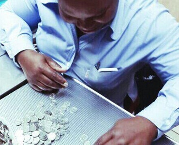 OneRandMan pays a teller with R1 coins this week.
