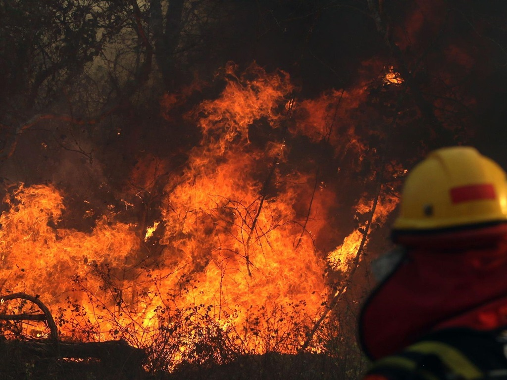 Tens of thousands evacuated as California wildfires spread