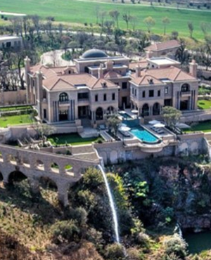 Most Expensive Pad In Sa Makes Uk Waves Fin24