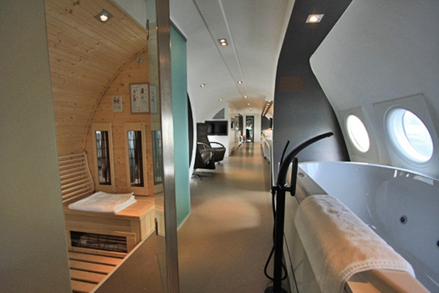Bathroom And Sauna, Airplane Suite, Teuge, Netherlands. Photo By  Hotelsuites.nl