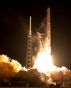 The Falcon 9 SpaceX rocket lifts off from Space Launch Complex 40 at the Cape Canaveral Air Force Station in Cape Canaveral, Florida. (John Raoux, AP)