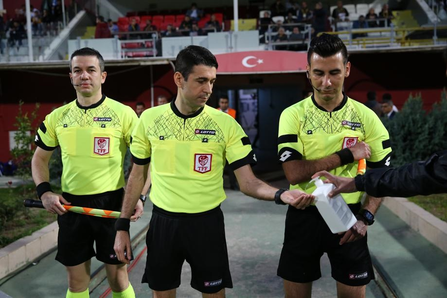 Referees use disinfection spray to protect themselves and to increase awareness of the Covid-19 coronavirus. Picture: Eren Bozkurt/Anadolu Agency via Getty Images