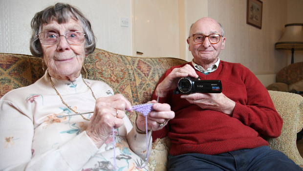 Pauline (86) and Geoffrey Walker (89) a tech-savvy elderly couple (Photo: ASIA WIRE/MAGAZINEFEATURES.CO.ZA).