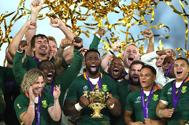 Players of South Africa celebrate as Siya Kolisi of South Africa lifts the Web Ellis Cup.