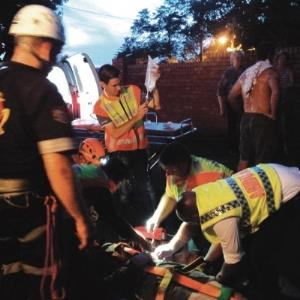 Rescue Care paramedics, Mountain Club of South Africa climbers, the SAPS Search and Rescue Unit and the Provincial Emergency Search and Rescue Services all helped to lift an injured rock climber, Dylan Williams, who had fallen down Kloof Gorge on Sat