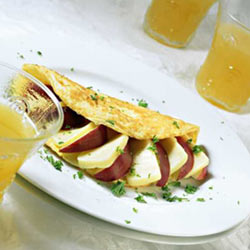 apple and cheese omelette