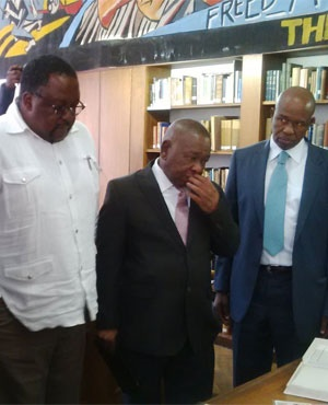 Minister Blade Nzimande and Police Minister Nathi Nhleko being schooled on apartheid (Lizeka Tandwa, News24)