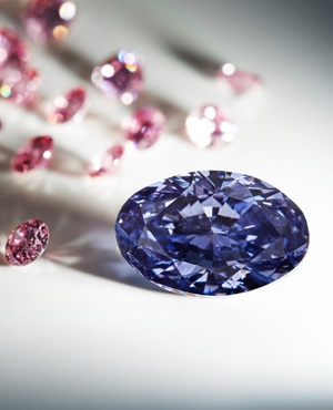 A rare violet uncut diammond discovered in August 2015 at Australia's remote Argyle mine. (Rio Tinto, AFP)