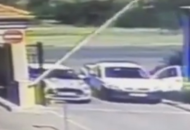 <B>QUICK THINKING:</B> Thanks to quick reactions and masterful driving, the person behind the wheel of this Mini Cooper avoided being a victim of a hijacking. <i>YouTube</I>