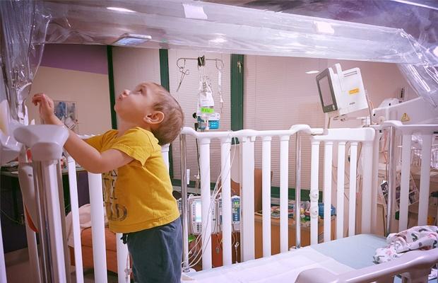 Bubble Boy, Ayaan Isaacs, hospital, bed, isolation