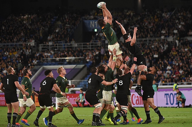 Eben Etzebeth of South Africa wins the line out against New Zealand. (Kaz Photography/Getty Images)
