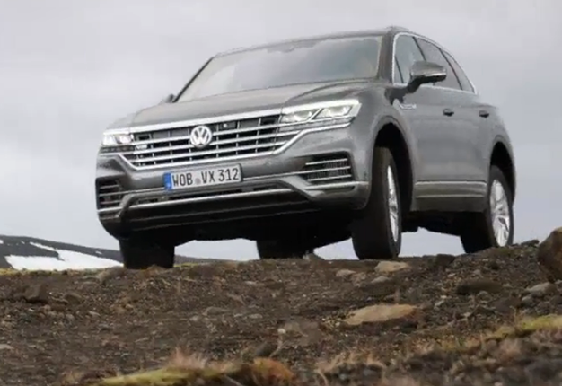 watch the volkswagen touareg v8 tdi is a fine balance of power and luxury wheels watch the volkswagen touareg v8 tdi