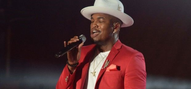 Ne-Yo performs on stage at the MAMAs. (Gallo Images)