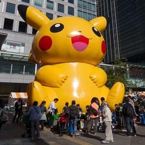 People playing Pokémon Go