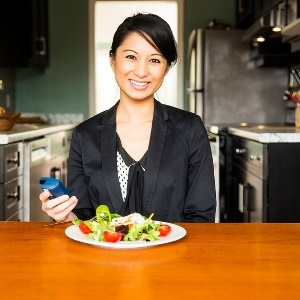 woman guards against diabetes by eating healthy fo