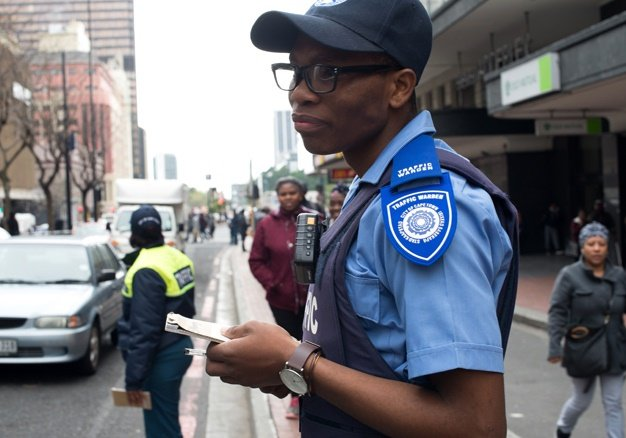 <B> ALLEVIATING TRAFFIC:</B> CCID-deployed traffic warden Sonto Mbunga on the Adderley Street beat in Cape Town. <I>Image: Ed Suter</I>
