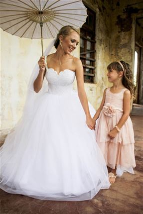 Carien and her flower girl<br />