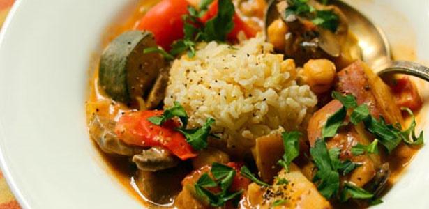 hearty spiced vegan vegetable curry, vegan, vegeta