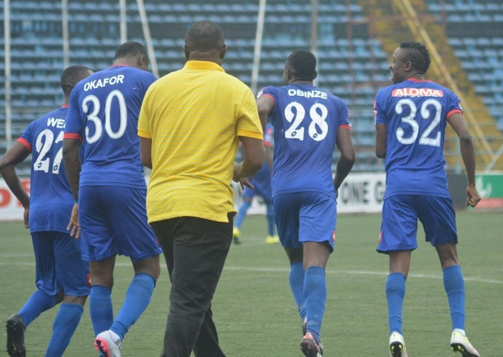Rivers United coach Stanley Eguma and players.