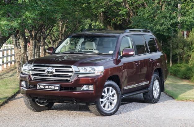 Toyota SA updates iconic Land Cruiser 200 | Wheels24