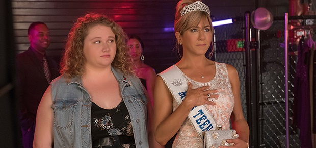 Danielle Macdonald and Jennifer Aniston in a scene