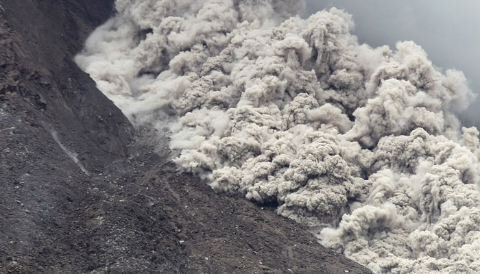 indonesia volcano leaves thousands stranded