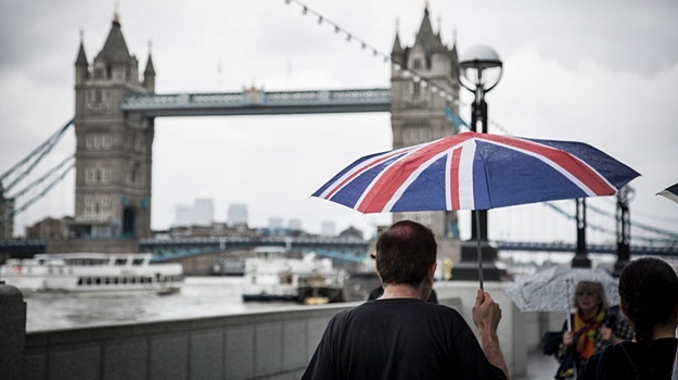 UK economy plunges into recession amid virus restrictions