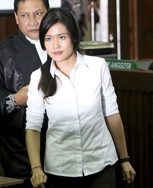 Jessica Wongso arrives at court in in Jakarta, Indonesia.(Tatan Syuflana, AP)
