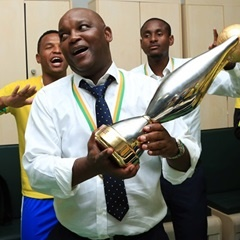 Pitso Mosimane celebrates with his players after winning the CAF Champions League. (Gavin Barker,  BackpagePix).