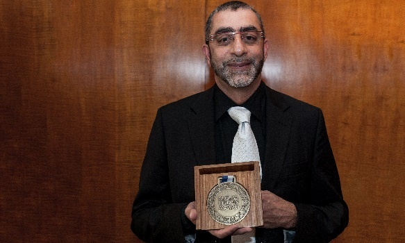 Gift of the Givers founder Imtiaz Sooliman is the first South African to receive the Global Citizen Award for his humanitarian work.