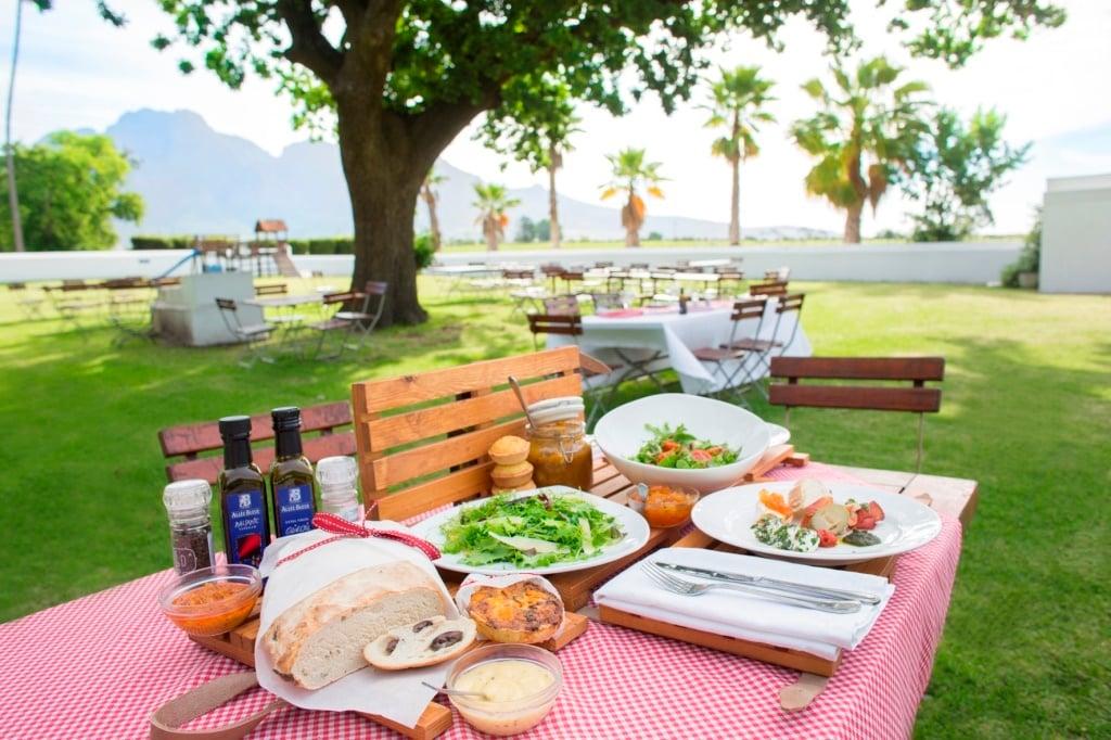Allee bleue, wine,picnic,wine farm
