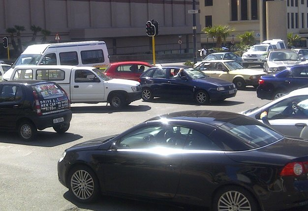 <B>BAD SPOTS:</B> Traffic congestion in Cape Town. <I>Image: Duncan Alfreds, News24</I>