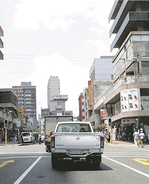 News24.com | Hundreds of people found in hijacked Hillbrow building, three suspects arrested