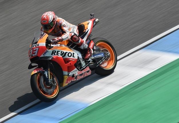 712d5627742a2 WATCH  What a race! Marc Marquez wins thrilling Thailand Moto GP ...