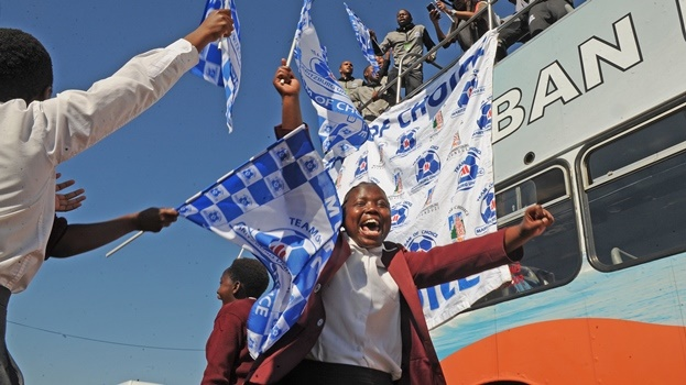 Delighted pupils from Mehlokazulu Secondary School in Imbali got to meet the Maritzburg United team during a parade through the city and suburbs after the team returned from Cape Town,