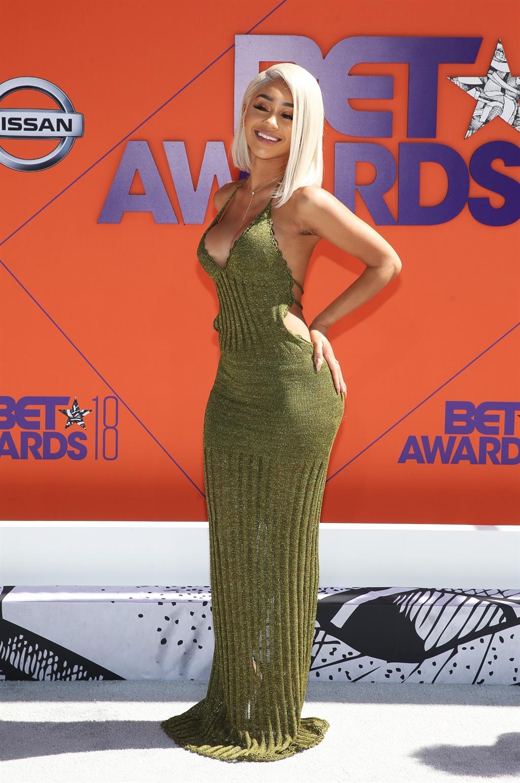 Icymi Bet Awards 2018 Red Carpet Janelle Monae S Dress