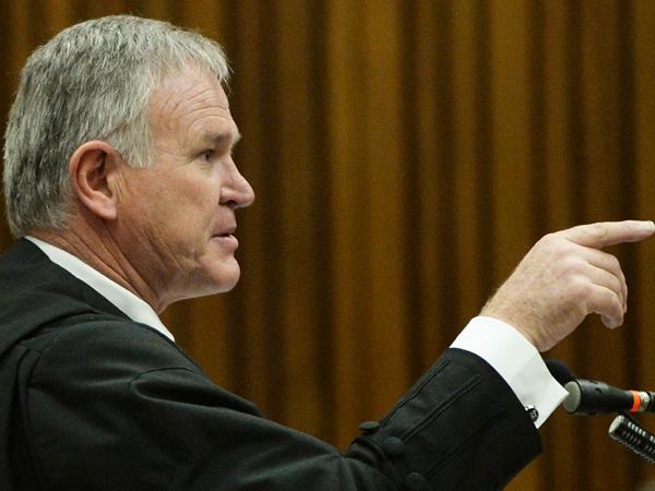 Avokaat Barry Roux, Oscar Pistorius se regsverteenwoordiger, aan die woord op 14 Maart. (Foto: Phill Magakoe/Independent Newspapers/Sapa)