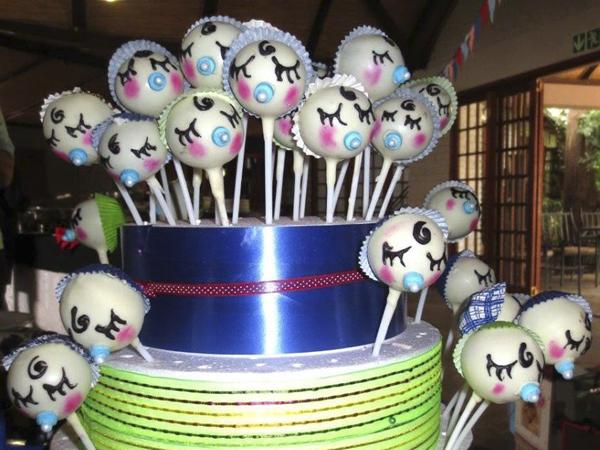 My tjomma Hendrien het die baby cake-pops self gemaak & dit was die kersie op die tee party se koek gewees!!