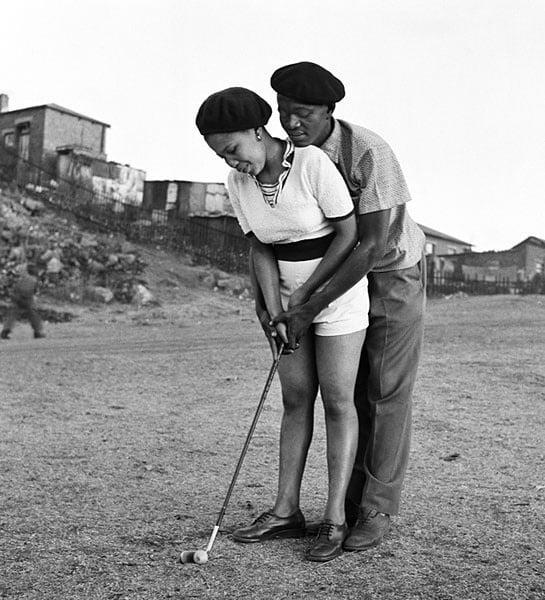 A lesson in golf (Photo by Jürgen Schadeberg)