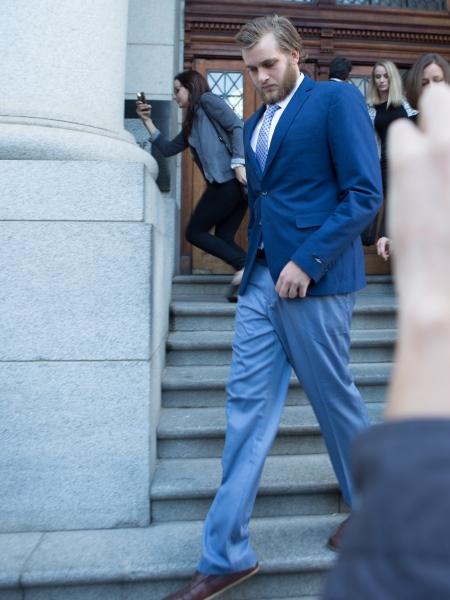 Henri verlaat die hof nadat sy voorverhoor uitgestel is. Foto: Misha Jordaan