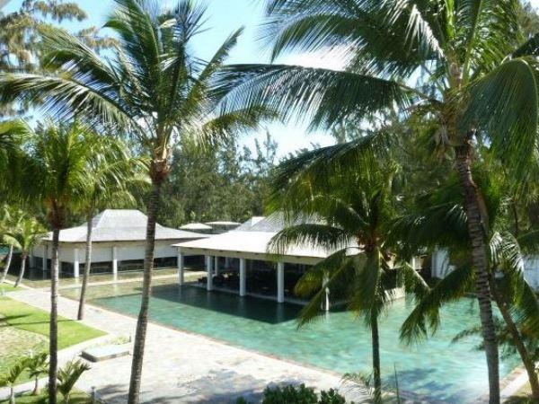 Die swembad en kroeg by die hotel Riu Le Morne op Mauritius. Foto: TripAdvisor