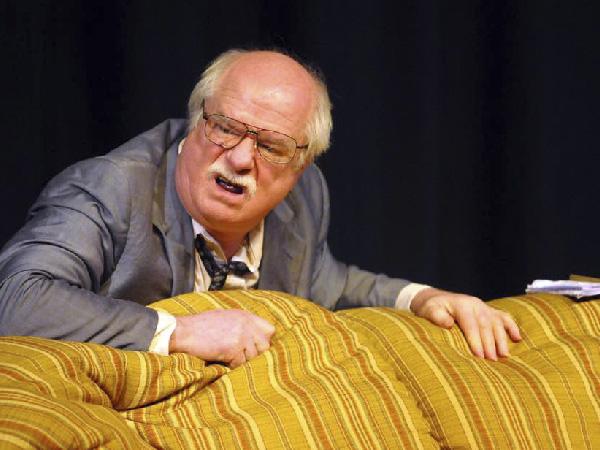 """Pierre sê getroudes moet onthou hulle is """"huweliksmaats"""" en nie """"huweliksvyande"""" nie."""
